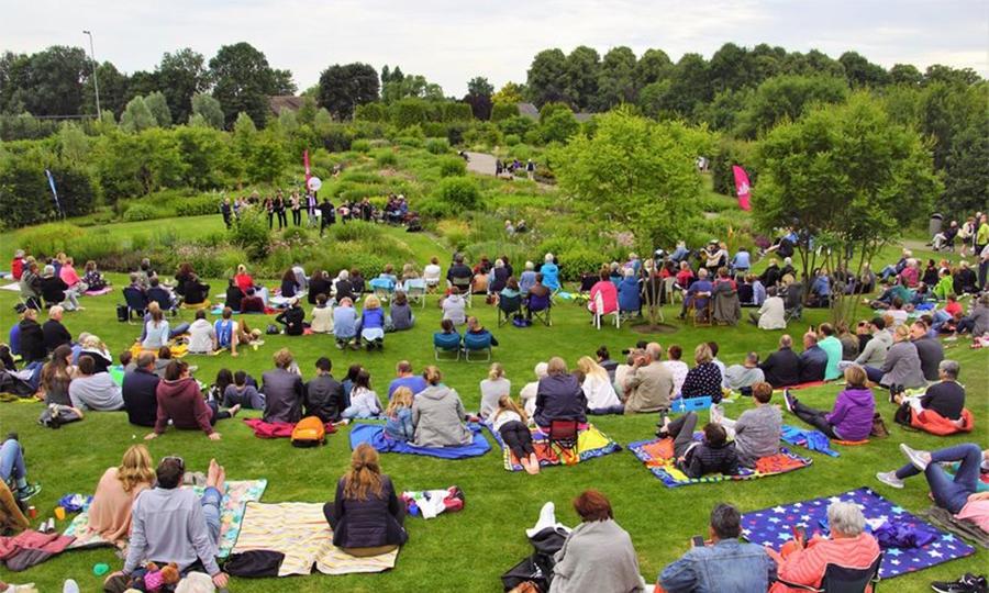 Concert d'estiu als jardins de Vlinderhof. / Vlinderhof